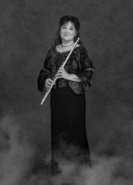 dialogika-portrait-miss-flute